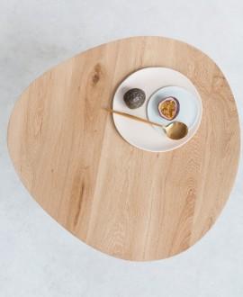 Stolik kawowy EGG to stół w stylu skandynawskim w kształcie jaja wykonany z drewna dębowego.