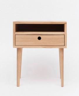 Szafka nocna LUNA I posiada wnękę oraz szufladę. Całość wykonana została z drewna dębowego.